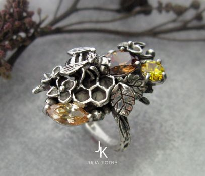Honeybee silver cast ring by JuliaKotreJewelry