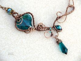 Emerald Green heart wire wrapped necklace - ooak by IanirasArtifacts