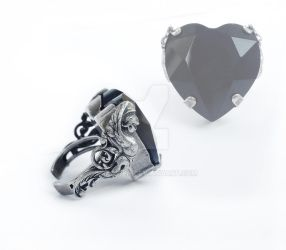 Black Heart Ring by Aranwen