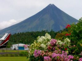 mayon volcano by urielbeaupre