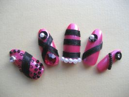 Pink nails by trich
