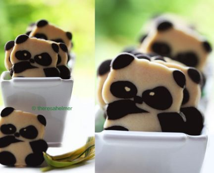 Adorable Panda Cookies by theresahelmer