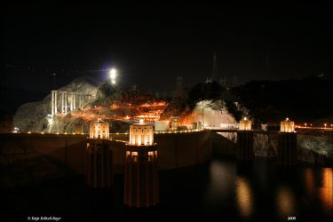 Hoover Dam at night by aprileagle
