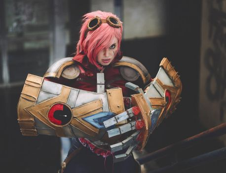 Vi about to strike by ThelemaTherion