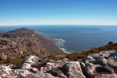 Table Mountain Scenery by gerryray