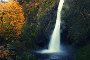 Horsetail Falls in Fall by pyro303