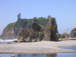 Sea Stacks at Ruby Beach by askoi