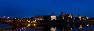Evening in Malbork - panorama by Finsternisss