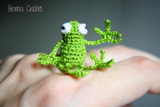 Miniature Frog crochet amigurumi doll by BramaCrochet