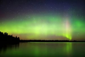 Auroras over Campement d'Ours by tfavretto