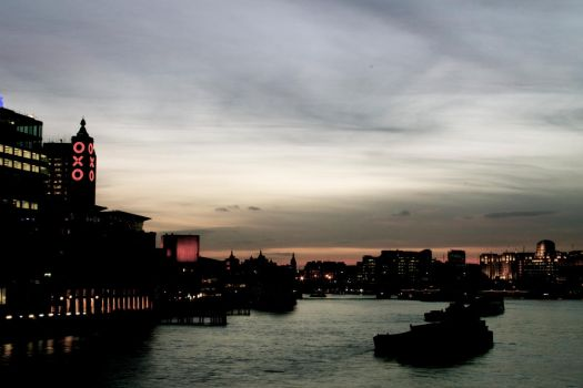 Looking over the Thames by colexus