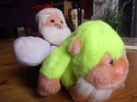 The santa and The monkey? by diamondsTwinkle18
