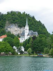 Bled's church by Moriquesse