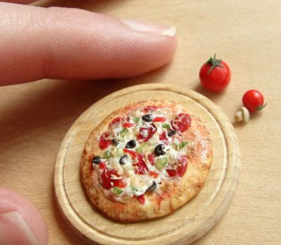 1:12 Scale Deluxe Pizza by fairchildart