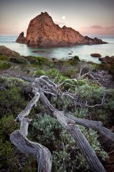 Moonset - Sugarloaf Rock by LukeAustin