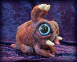 Needle-felted Zergling (view 1) by crocodiledreams