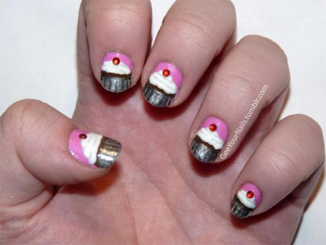 Misc. - cupcake nails by ShiversTheNinja