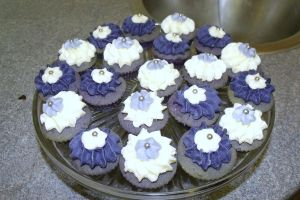 Mini Lavender Cupcakes by fairycheese