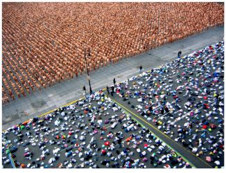 Spencer Tunick in Mexico City2 by Divadlo