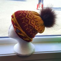 Dual-coloured cabled hat, burgundy and gold by KnitLizzy