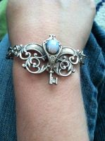 silver key bracelet by HouseOfAlletz