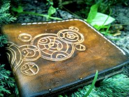 Doctor Who Gallifreyan leather wallet by gumex