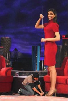 Tall actress on talk show by lowerrider