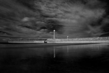 Whitby Lighthouse IR by richsabre