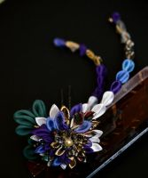 Chirimen Kanzashi: Purple and Gold Chrysanthemum. by hanatsukuri