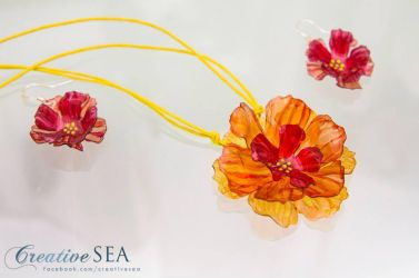 Recycled plastic flower set by seandreea