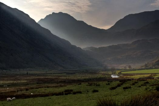 Tryfan lit up by CharmingPhotography