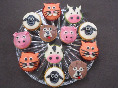 The Animal Cupcakes together by LauraBakery