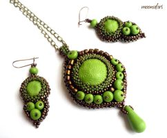 Bead embroidered jewelry set by moonsafaribeads