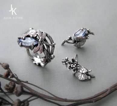 Dragonfly lily set silver cast jewelry by JuliaKotreJewelry