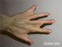 Webbed fingers by Aizxana