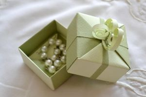 Origami Gift Box - Jewelry Box by ReverseCascade