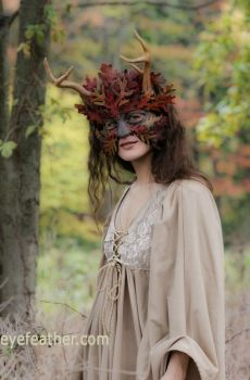 oak man mask with antlers by eyefeather