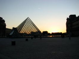 the Louvre by 4-toes