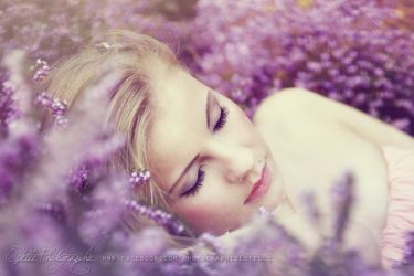 The princess on her bed of flowers 1 by Estelle-Photographie