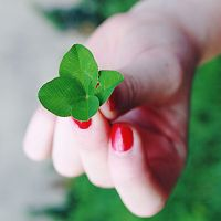 red nails and green. by ThErEaLDoLLyFrikka