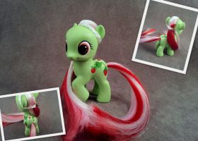 Strawberry Patch - G4 custom pony by hannaliten