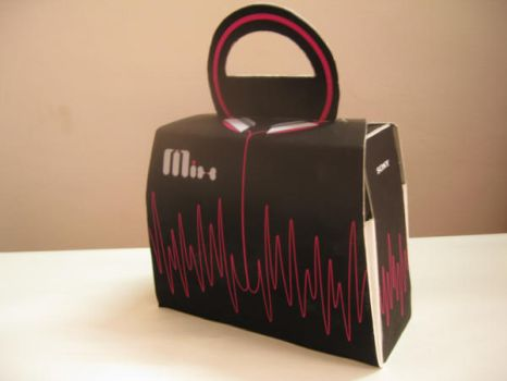 packaging design for headphone by junkiholic