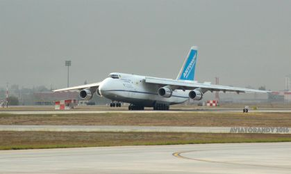 Antonov AN-124 Touchdown by AviatorAndy