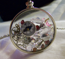 Steampunk Floating Crystals Glass Memory Locket by mymysticgems