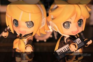 Rin and Len Taking the Stage by michigaki
