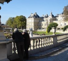 Old couple in the Luxembourg Gardens by mari6s