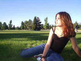 Me in the grass... by pequenaru