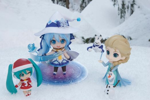Miku And Friends Playing In The Snow by MikuLoveLeeks