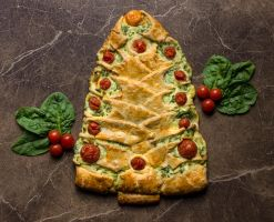 Spinach and Ricotta Christmas Tree by Kitteh-Pawz