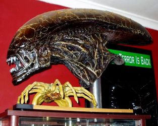 Lifesize alien head and Facehugger. by Joker-laugh